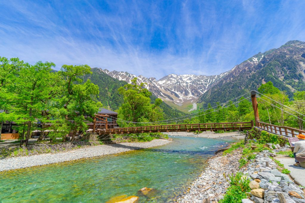 河童橋と初夏の上高地の風景